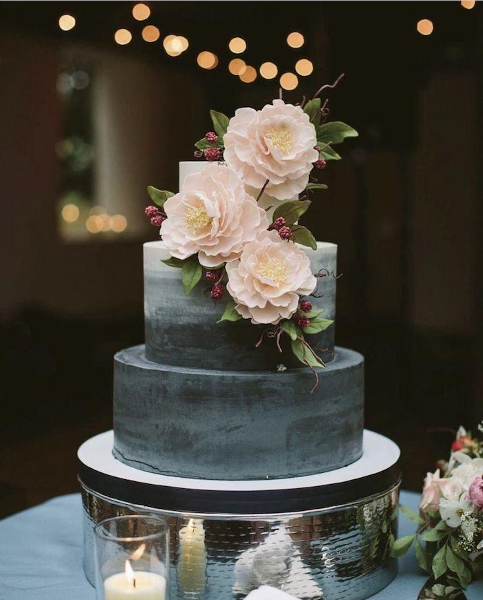 Gateau de mariage en etages, idée gateau mariage, la cerise sur le gateau de mariage chouette idée, fleurs de decroarion, bougie
