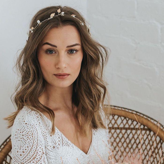 Coiffure mariage champetre, idée coiffure cheveux long, comment se coiffer pour son mariage, couronne bijou