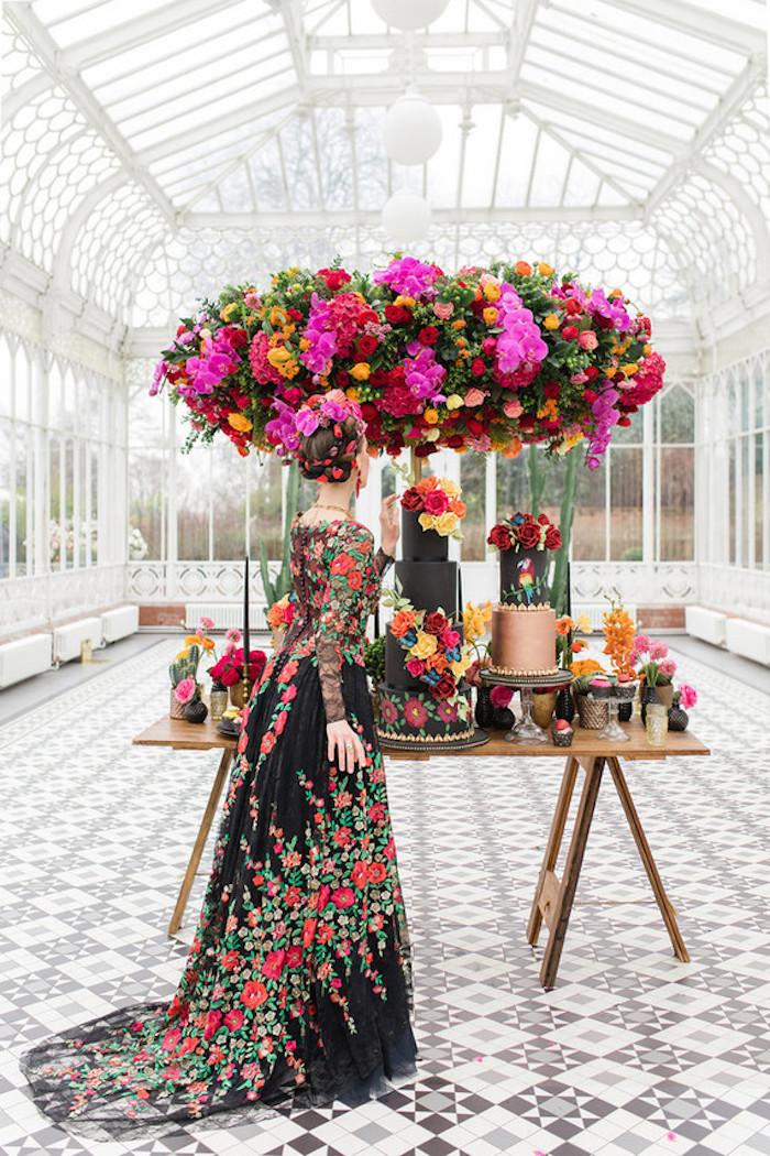 Image de gateau mariage thème Frida Kalho, le plus beau gateau du monde, personnage gateau mariage original coloré