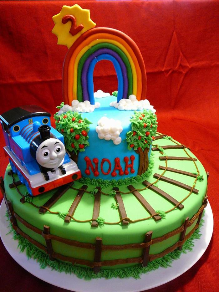 gateau creation, gateau d'anniversaire personnalisé, chemin de fer sur le gateau nappé de pâte à modeler comestible