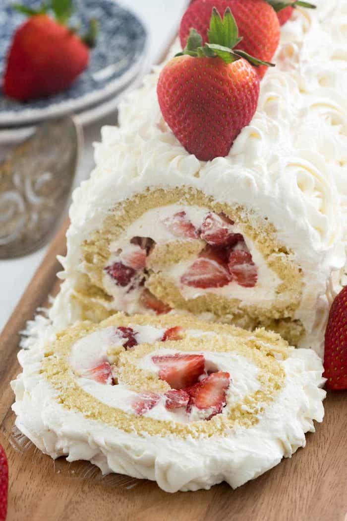 Gourmand gateau framboise, gâteau léger recette vegan, idee gateau simple et rapide rouleau aux fraises