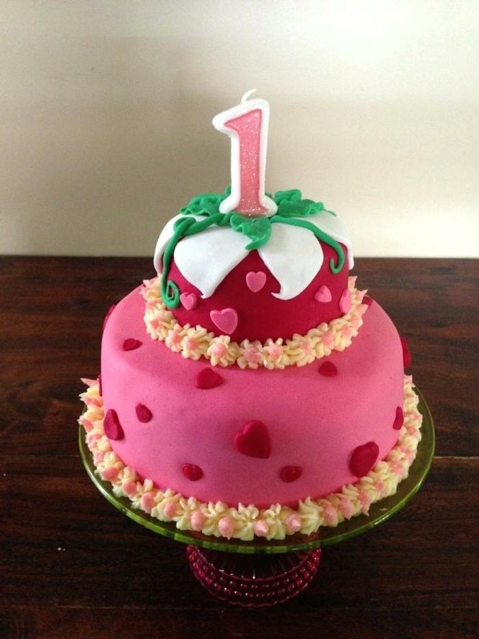 gateau à coeurs, gateau anniversaire fille un an, pate à modeler rose pour desserts et gateau creation