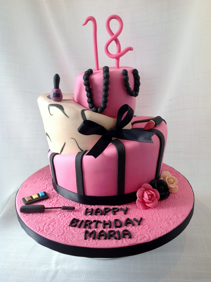 cake pour le dix-huitième anniversaire, gateau d'anniversaire personnalisé en rose et blanc