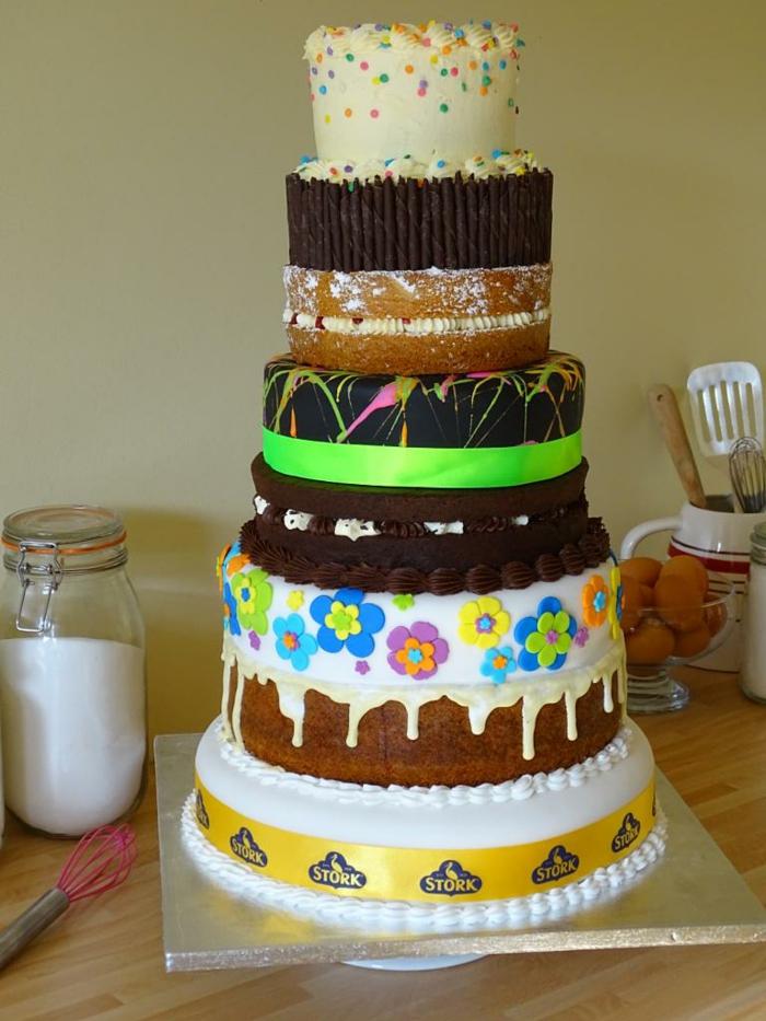gateau anniversaire adulte, pièce montée plusieurs étages, jolies décorations comestibles