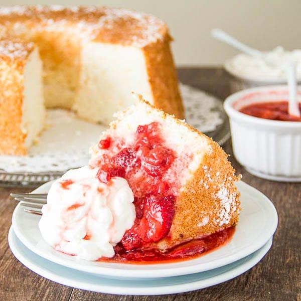Recette de gateau a la poudre d amande, gateau leger biscuit savoie, cool idée gateau facile, sauce de fraises