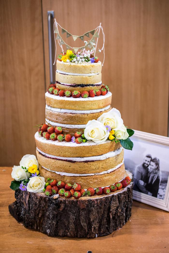 Gateau mariage rennes miniatures guirlandes en top, gateau mariage personnalisé, idée gateau qui celebre l amour