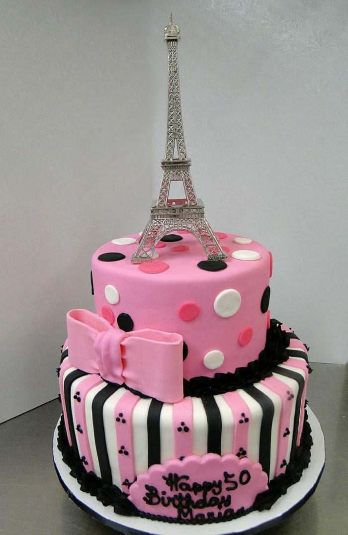 gateau avec la tour eiffel, cake au glaçage rose, ruban rose sculpté, gateau d'anniversaire personnalisé