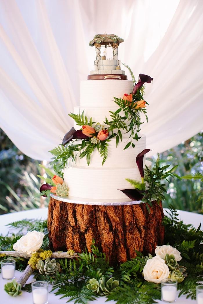 Image gateau de mariage beau champetre, quelle décoration de gâteau mariage choisir, simple déco en plance, piedestale en bois champetre mariage