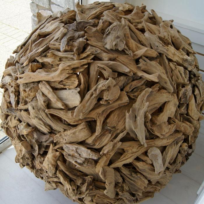 boule de bois flotté, création en bois flotté, brindilles de bois et colle, forme ronde
