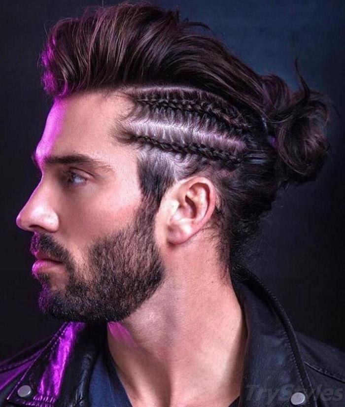 coiffure mi long homme avec chignon et tresses collées sur le coté de la tete et barbe courte