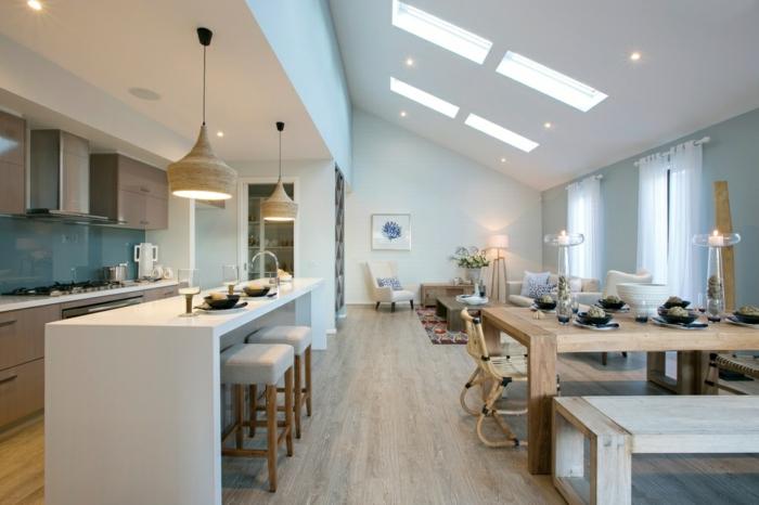 cuisine ouverte dans un intérieur blanc et lumineux, bar de cuisine blanc, suspensions élégantes, sol en bois blanc
