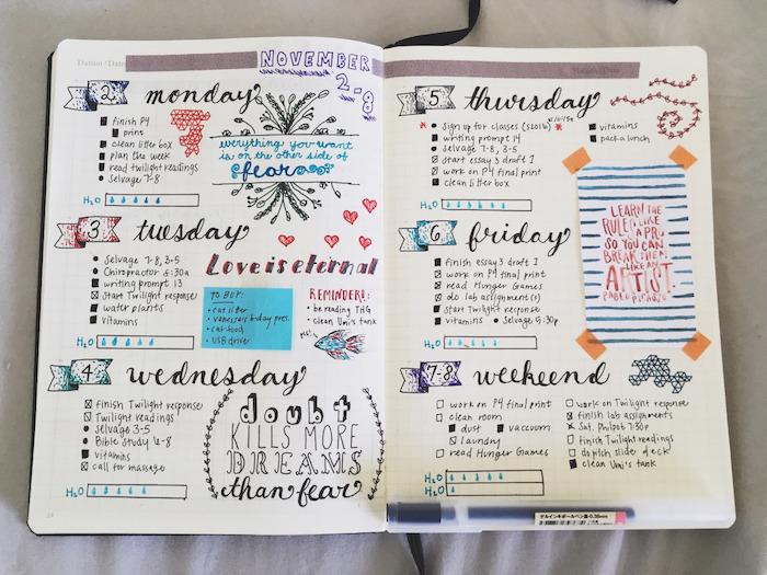 carnet personnalisé exemple semainier avec les jours de la semaine écriture calligraphique, petite liste citation, petits dessins