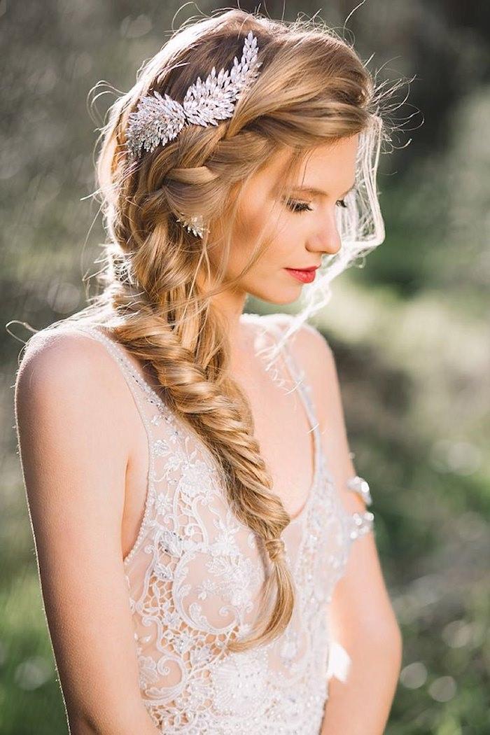 Quelle coiffure mariage bohème, la meilleure idée pour le jour j de coiffure simple et chic, accessoire cheveux mariage