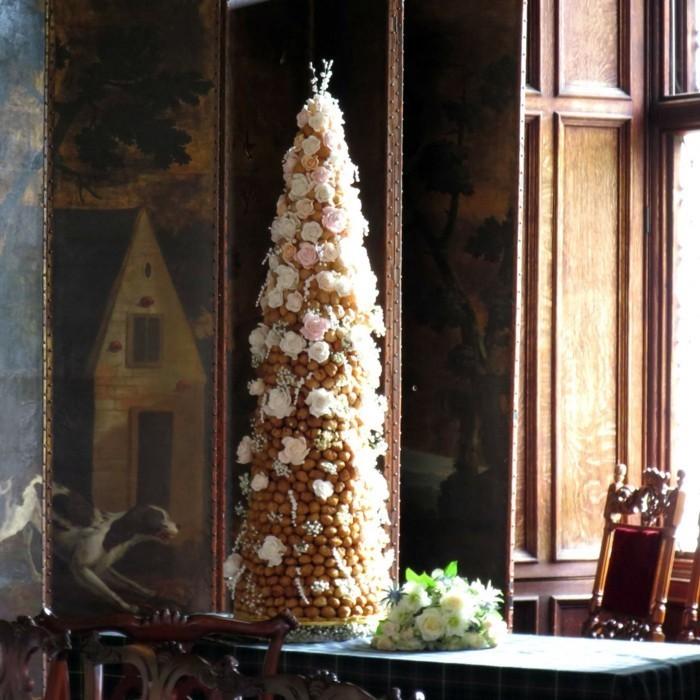 Idée de piece montee mariage, gateau mariage, cool idée de décoration gâteau mariage, piece montee mariage choux haut decoree de fleurs