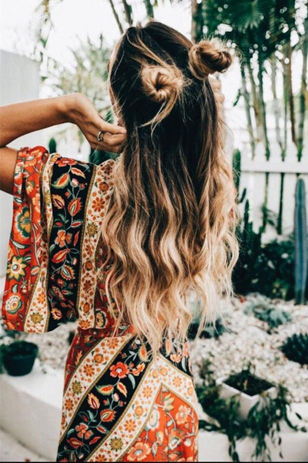 Belle coiffure bohème, idee coiffure mariage 2018 été, tendance coiffure estivale, originale idée de coiffure hippie chic