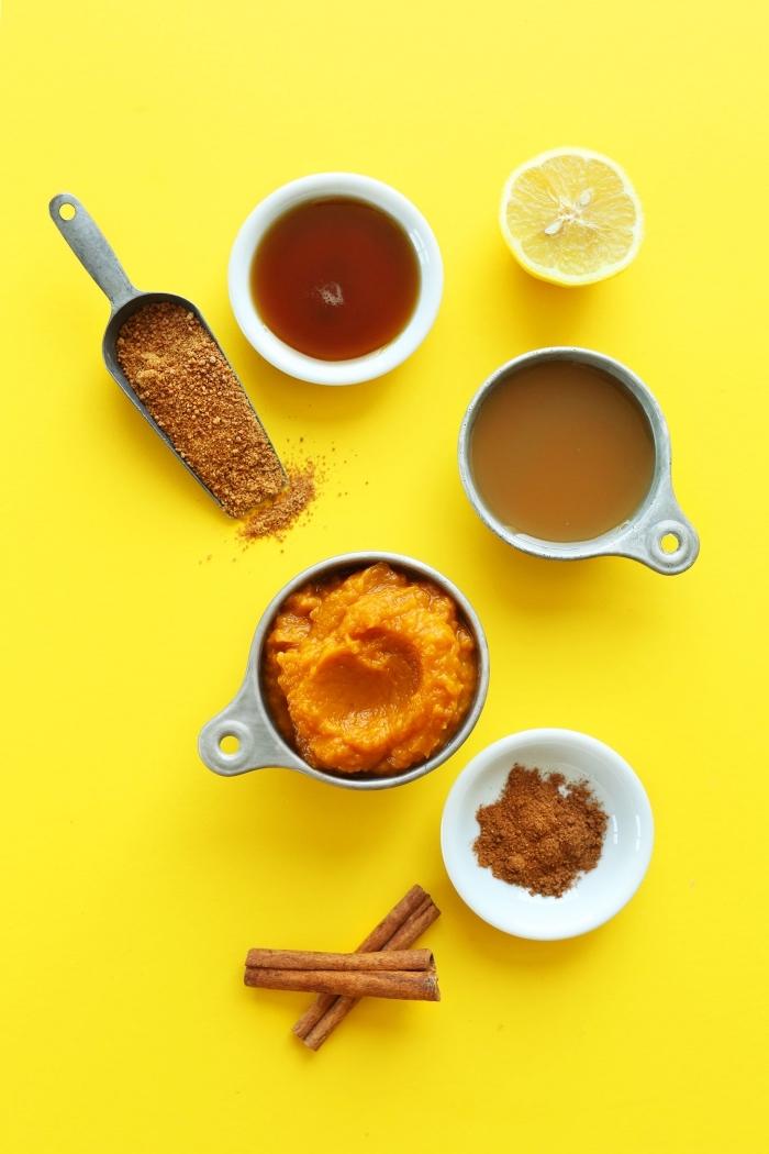 recette de purée de citrouille maison, beurre de citrouille à la cannelle, mélange d'épices pour tarte à citrouille, sirop d'érable et sucre de fleur de coco