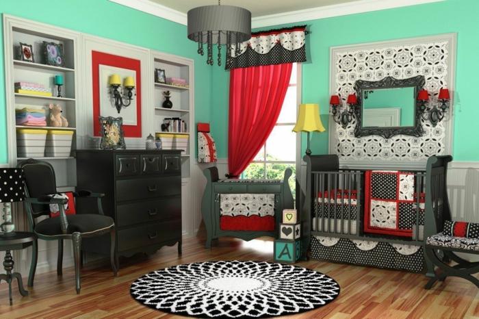tapis rond, sol en bois, peinture murale verte, rideau rouge, plafonnier noir, commode vintage noire