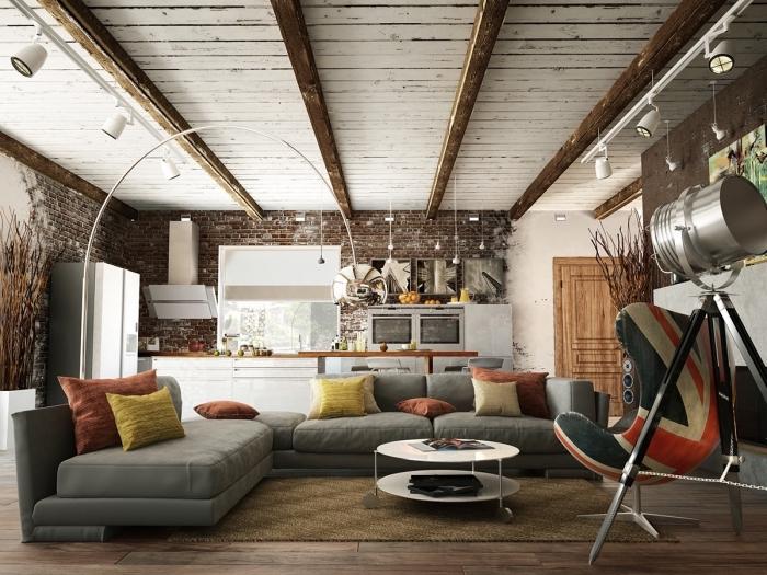 exemple de design intérieur de style industriel avec plafond en bois, idée comment peindre des poutres en blanc cérusé