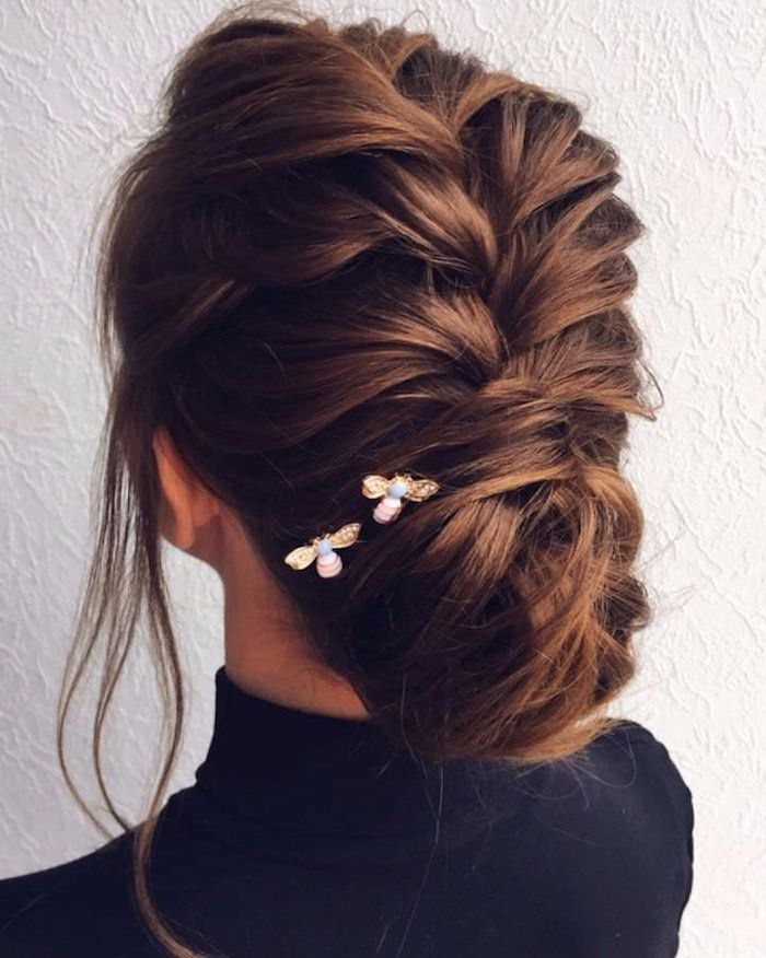 Coiffure coiffée décoiffée femme, idée coiffure cheveux long, coiffure cérémonie bohème, tresse africaine à chignon bas au dessous