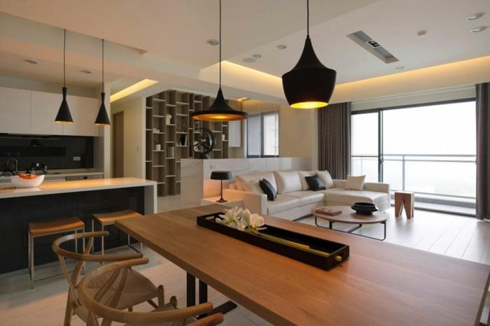 aménagement cuisine ouverte, grande table en bois, lampes tom dixon, plafond blanc, sofa blanc