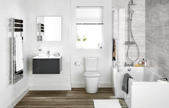 exemple salle de bain 5m2 aux murs en briques blanches avec pan de mur douche en carrelage marbre et petite baignoire