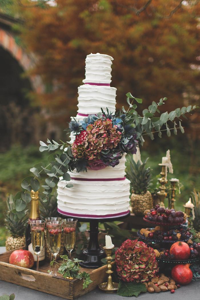 Image de gateau mariage bohème chic, le plus beau gateau du monde, personnage gateau mariage