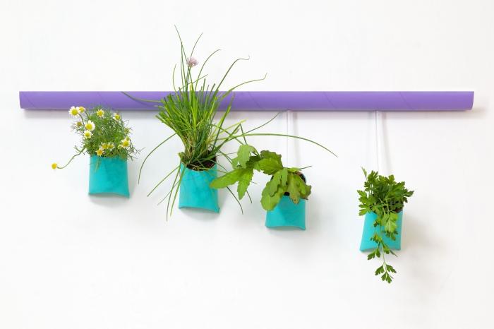 pots pour plantes suspendues réalisés avec des rouleaux de papier toilette recyclés, bricolage récupération avec rouleaux de papier toilette