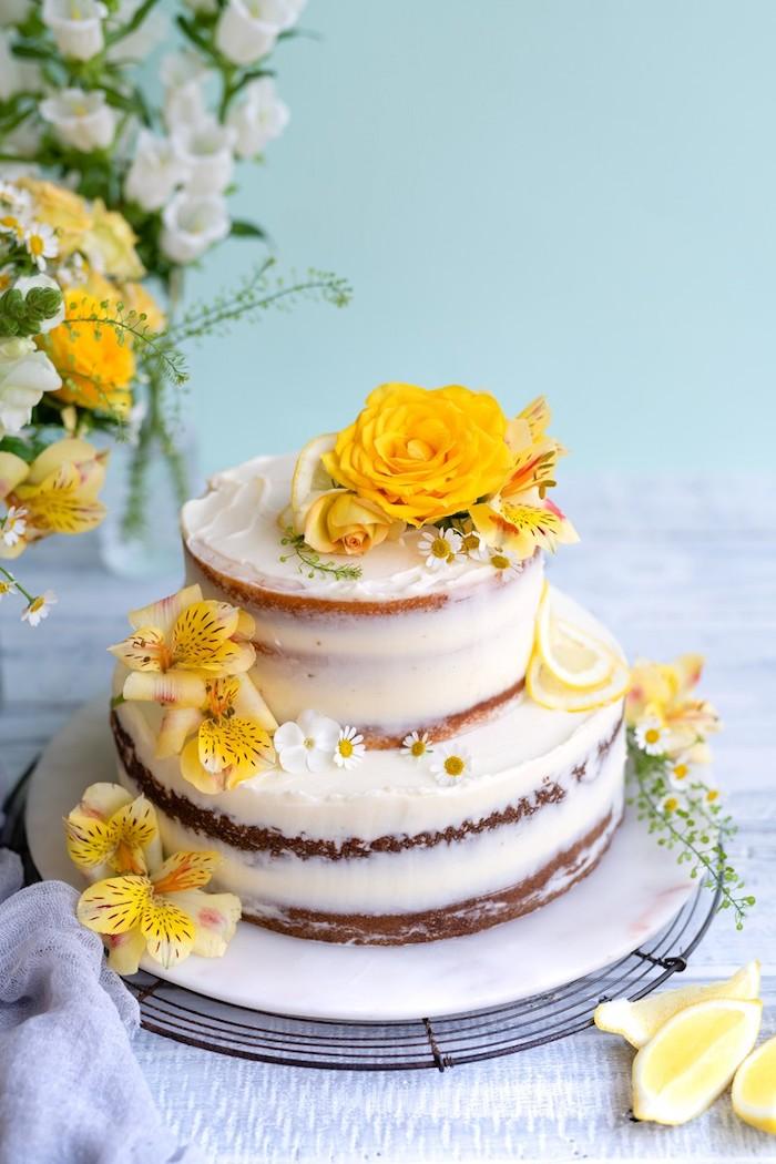 La meilleure idée de gateau mariage printemps, gâteau de merveille décoré de fleures jaunes, image de gateau au citron, belle photo gâteau de mariage originale