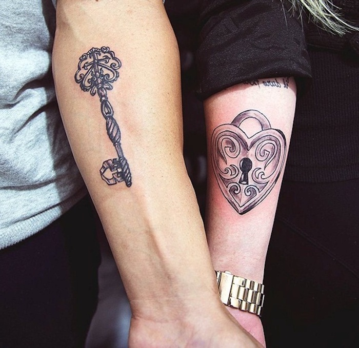 tatouage cadenas, initiale tatouage pour deux, tatouage amour éternel, tatouage amour et fidelite, symbolique expression d amour