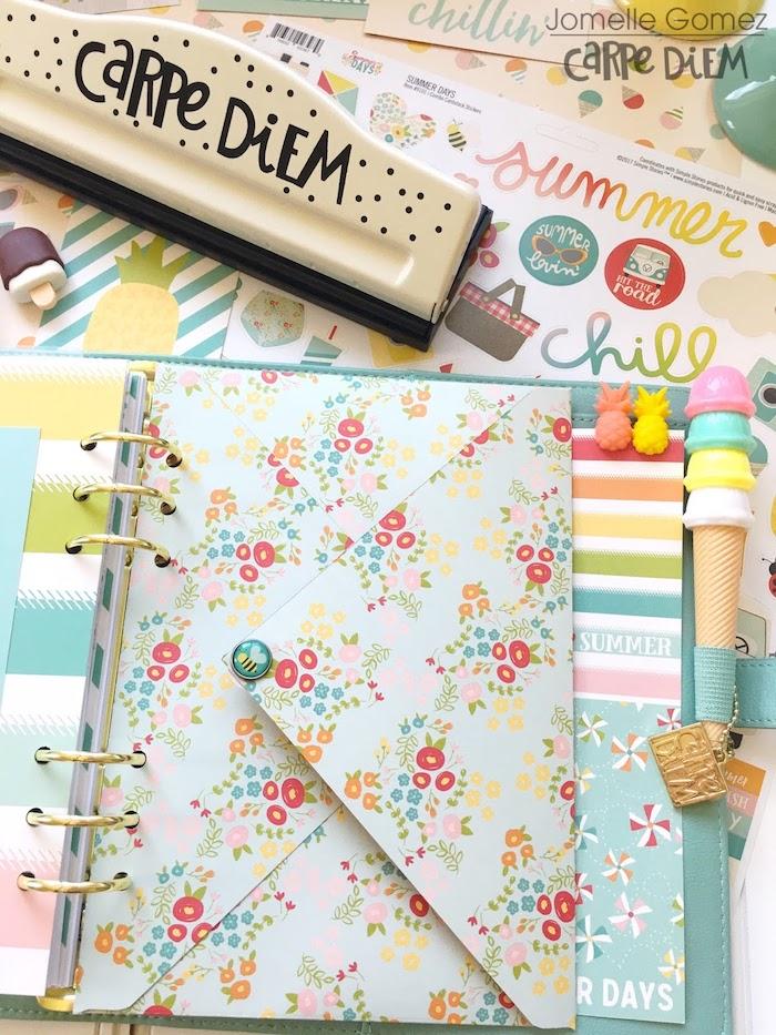 agenda scolaire sylé décoré d une enveloppe colorée à motif fleuri pour garder des souvenirs et objets importants
