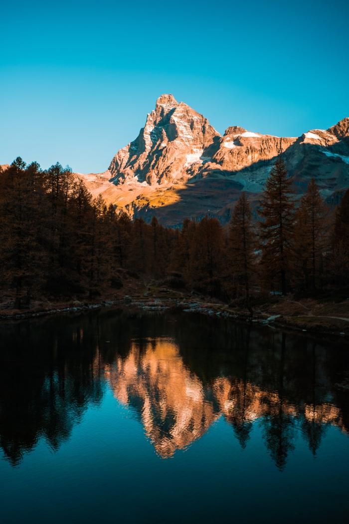 paysage de montagne, lac serein, réflexions des sommets, fond d'écran paysage