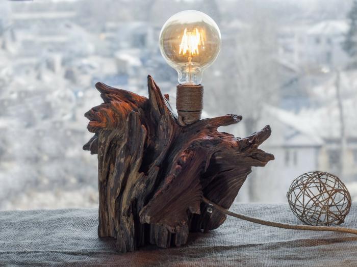 création en bois flotté, ampoule électrique et support en bois flotté, diy bois flotté