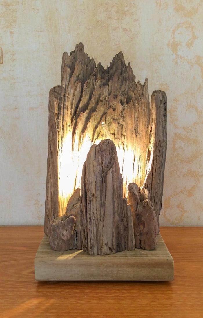 lampe bois flotté, morceau de bois naturel forme irrégulière illuminé de l'intérieur