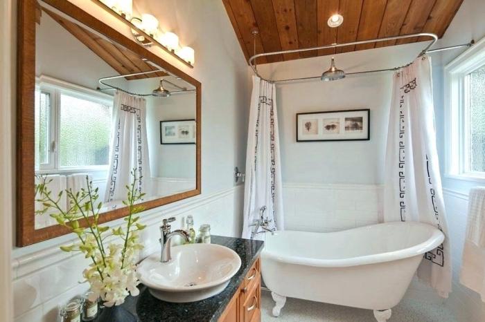 décoration intérieur traditionnel et moderne avec baignoire îlot, modèle aménagement petite salle de bain 5m2