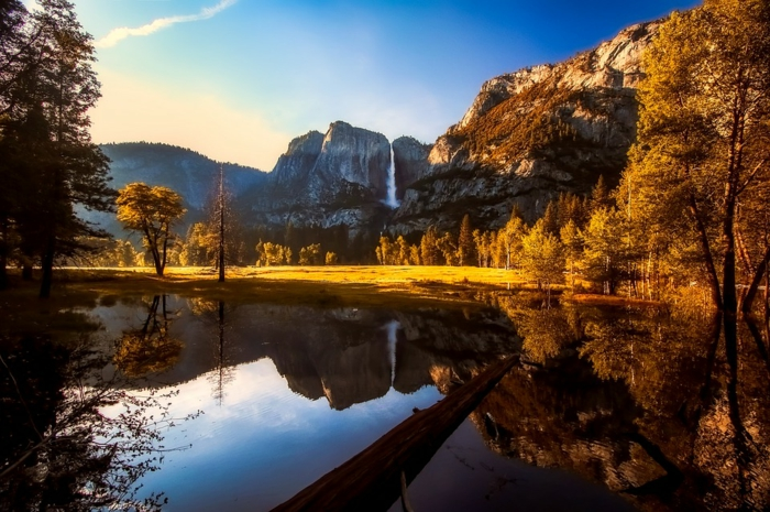 grandes chutes d'eau, paysage du parc yosemite à l'arrivée de l'automne
