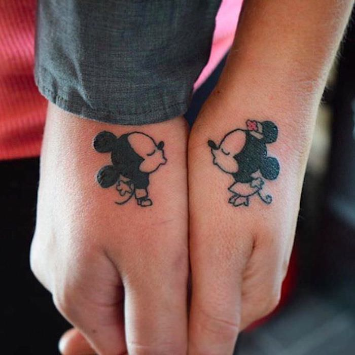 tatouage amour et fidelite Minnie et Mickey mouse, tatouage amour éternel, aimer fortement