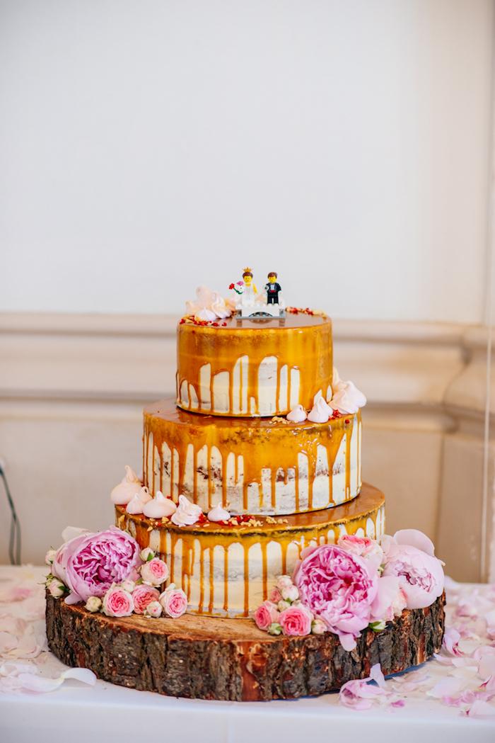 Un gâteau Lego figurines mariage fantastique, wedding cake mariage original, gateau pour mariage jeux, la meilleure idée