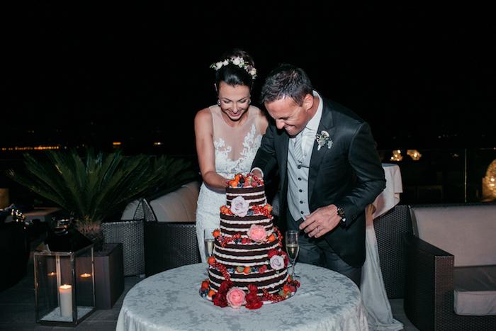 Choisir le top du gateau de mariage aux fruits, original wedding cake mariage, beau gateau et belle photo des jeunes mariés