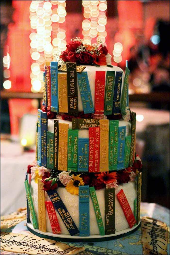 Originale idée gateau piece montee, wedding cake mariage, gateau mariage thematique livres
