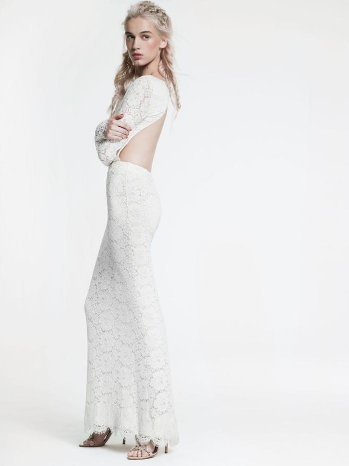 robe de mariée dentelle dos nu à coupe droite avec des manches longue un brin vintage et sensuelle