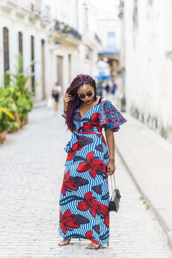 modele pagne moderne qui associe confort et féminité, robe maxi à bustier cache-coeur associant des motifs rayures et de gros imprimés floraux