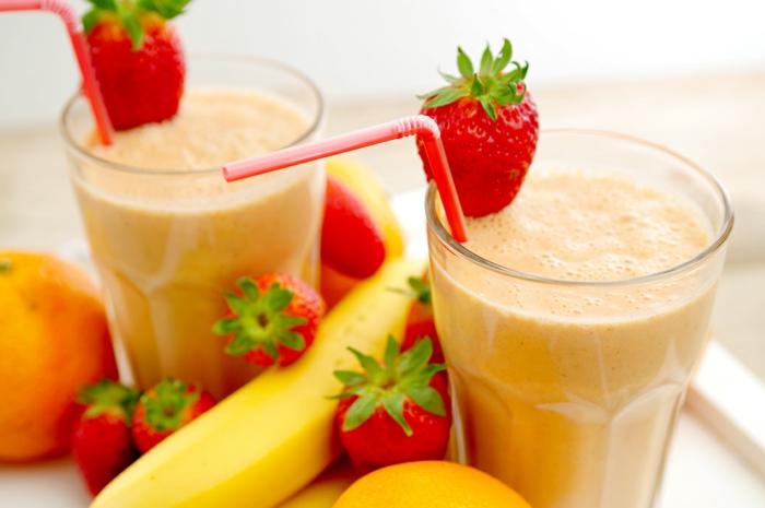 faire un smoothie banane fraise comme boisson énergétisante ou repas minceur