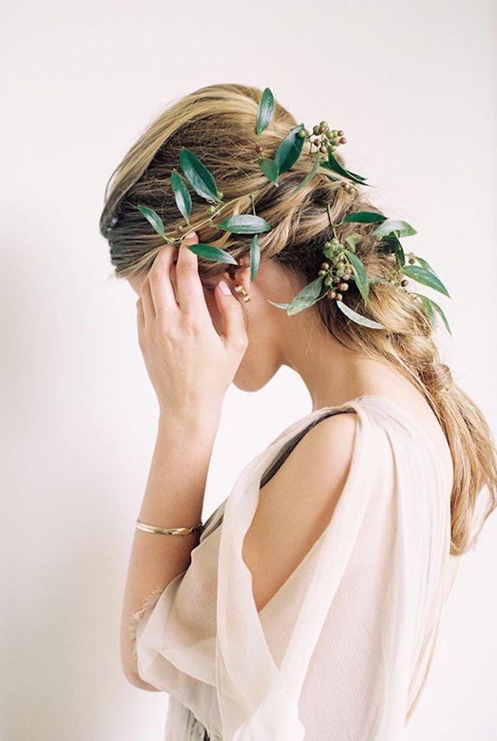 Hippie chic coiffure invité mariage, coiffure mariage bohème, cérémonie de mariage en plein air