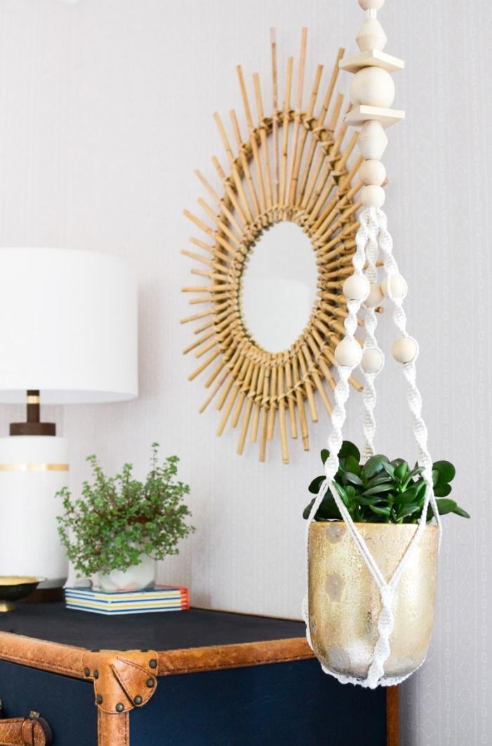 exemple de suspension pour plantes DIY fabriquée avec la technique macramé aux motifs twistés et perles de bois
