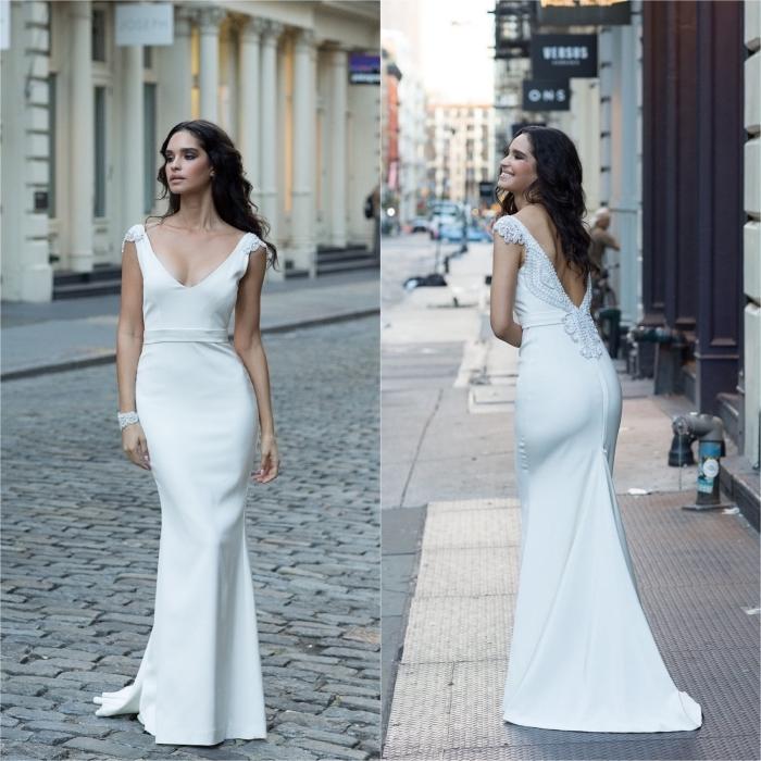 silhouette élégante et féminine en robe de mariée fourreau en crêpe avec un joli décolleté de dos en v orné de perles