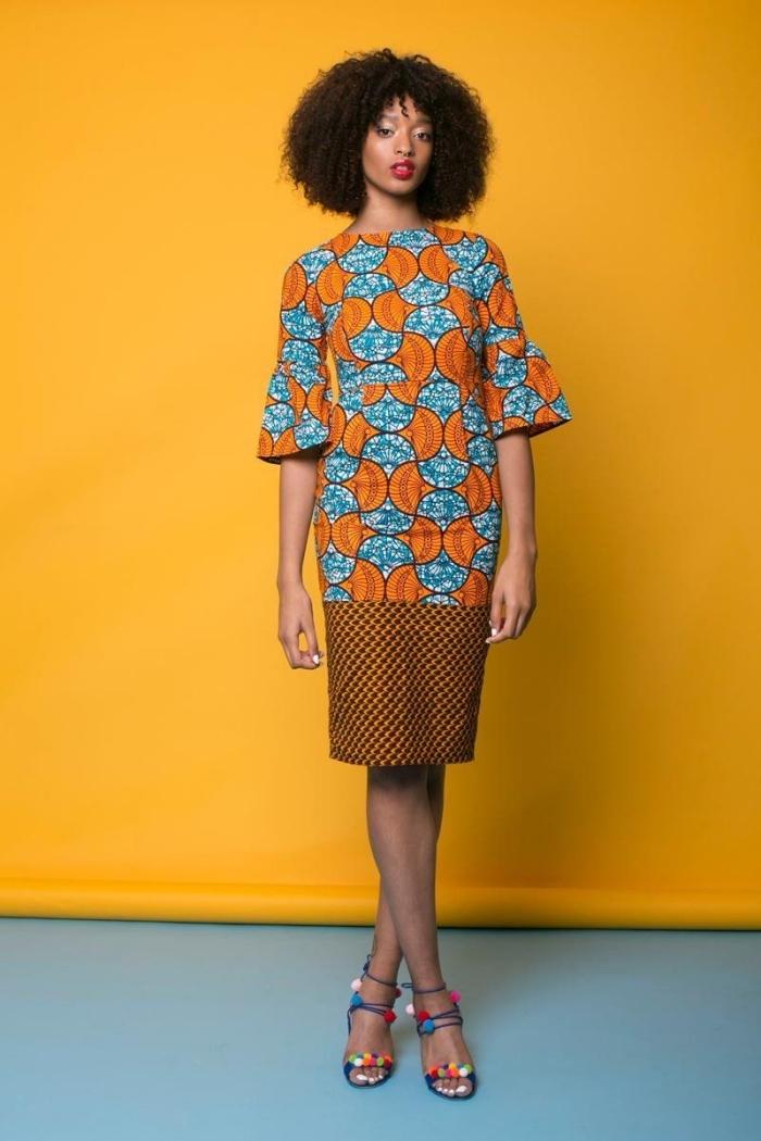 look chic et professionnel en robe pagne africain longueur genou à coupe droite qui mixe deus imprimés de façon harmonieuse