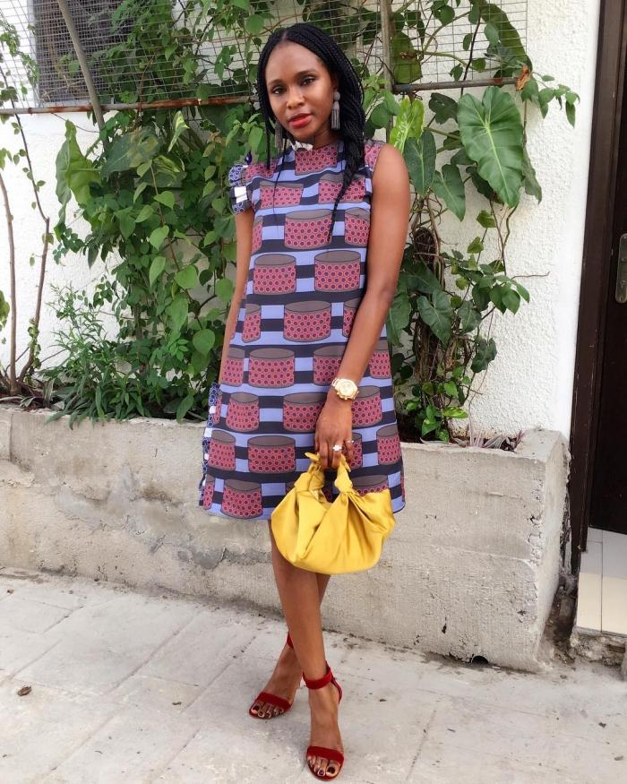 robe d'allure rétro chic à petites manches volantées et à larges motifs africains originaux, modele pagne moderne et chic