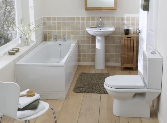 idée amenagement petite salle de bain 4m2 aux murs blancs avec pan de mur en carrelage beige et plancher imitation bois clair