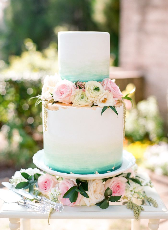 Idée gateau wedding cake pour votre mariage magique, support gateau mariage chouette idée