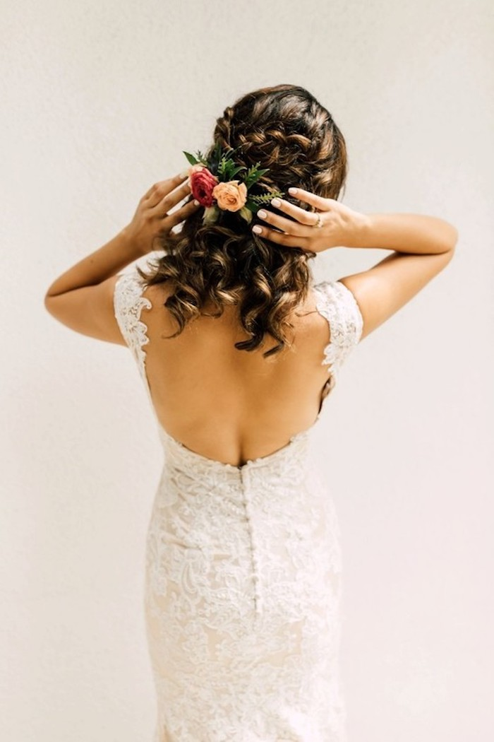 Idée coiffure cheveux long, simple et romantique coiffure mariage boheme, cool idée pour la mariee